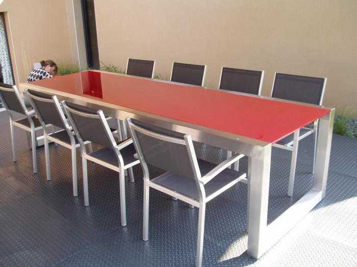 Agencement for Table exterieure a roulettes